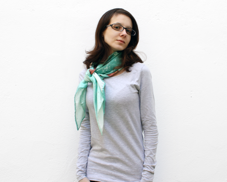 scarf-csilk-adrift-model-4