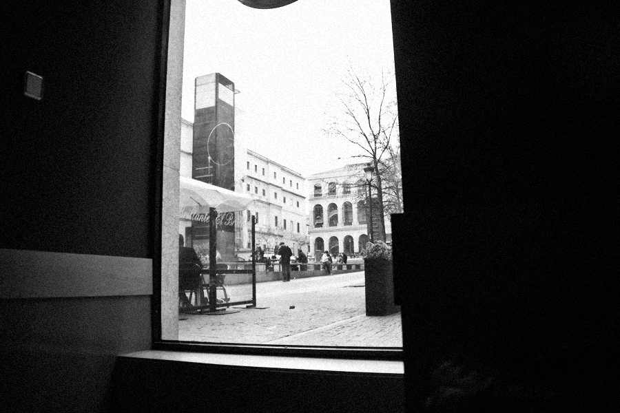 madrid_starbucks_01_bw