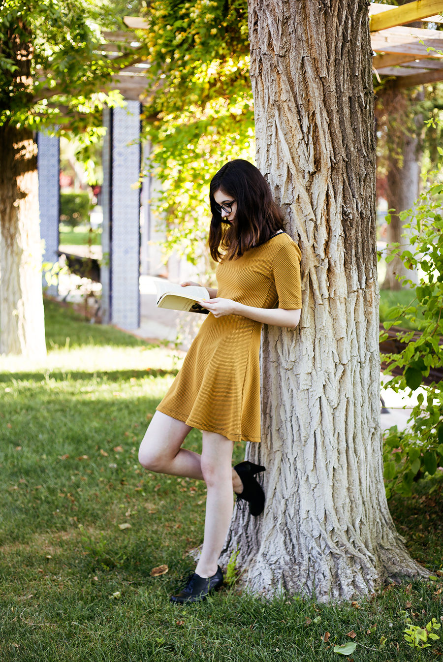 Style / Yellow Dress & Criss-Cross Ring / Retro, Romantic Outfit